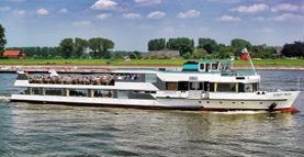 Pendelboot legt aan @ Veerstoep Renkum | Renkum | Gelderland | Nederland